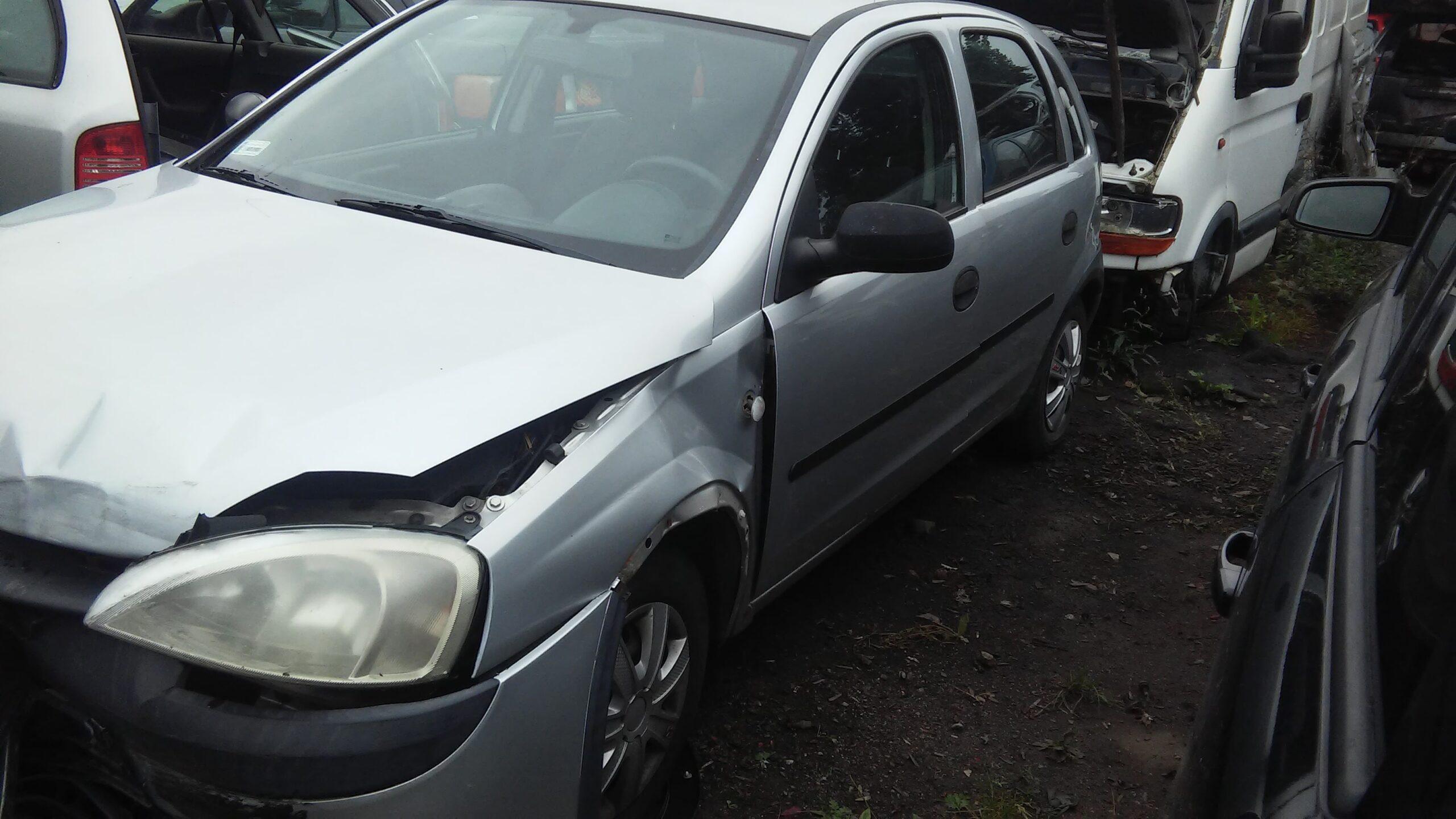 Opel corsa C srebrny
